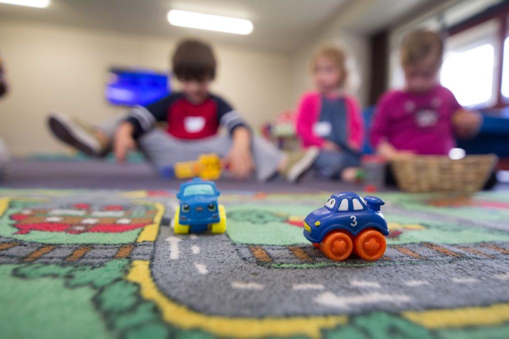 Die Spielstube bietet flexible, stundenweise Kinderbetreuung, die für viele Kinder eine Ersterfahrung mit anderen Kindern darstellt.