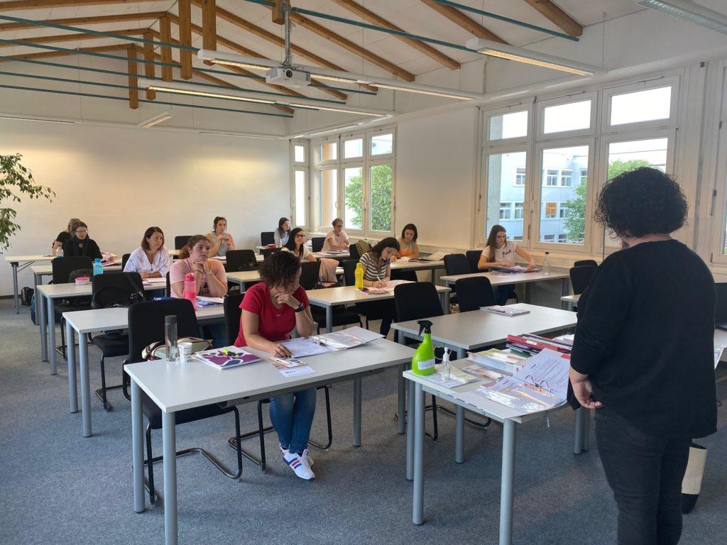 Ein neuer Ausbildungskurs zur Tagesmutter ist am BFI in Ried gestartet.
