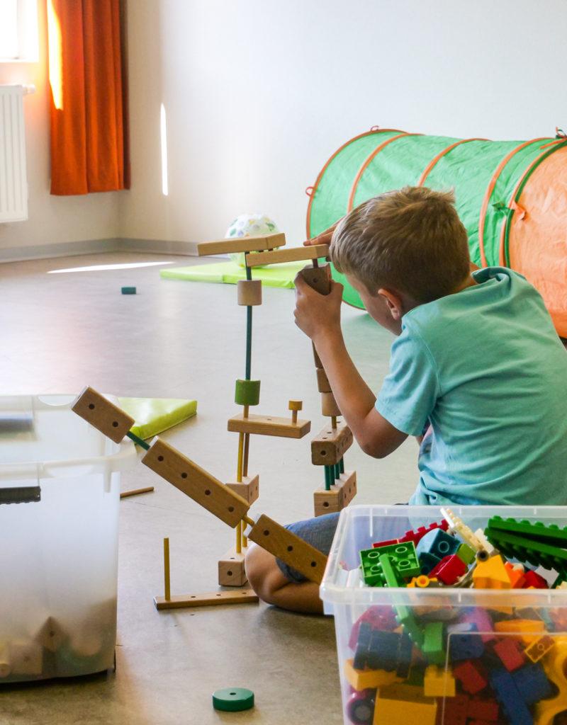 Die Kinder dürfen in der Ferienbetreuung ihrer Kreativität freien Lauf lassen.